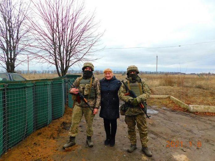 Луганщина: письменниця провела творчі зустрічі із захисниками на передовій