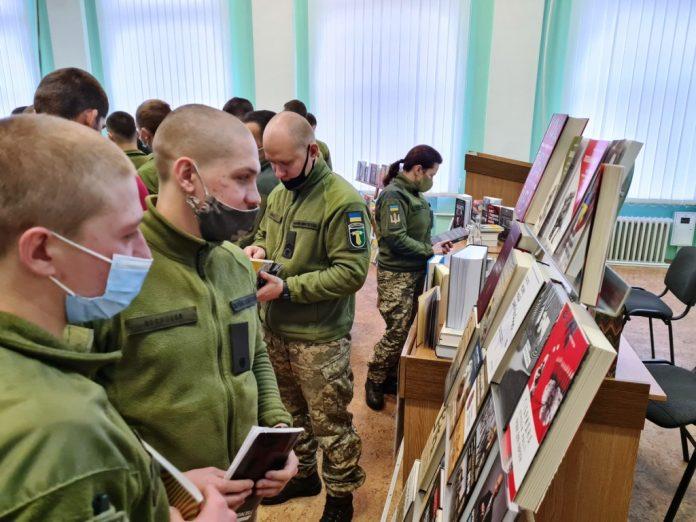 750 книжок поповнили фонд Військового інституту танкових військ