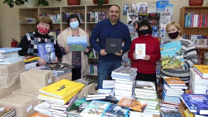 Сватівська бібліотека отримала 600 нових книг від громадської організації «Українська ініціатива»