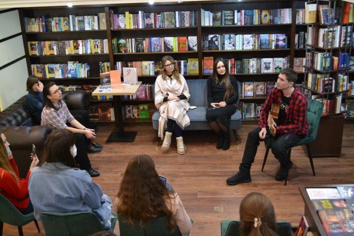 Учасники «Творчого ковчега» відкрили цикл зустрічей  у книгарні «Сяйво книги»
