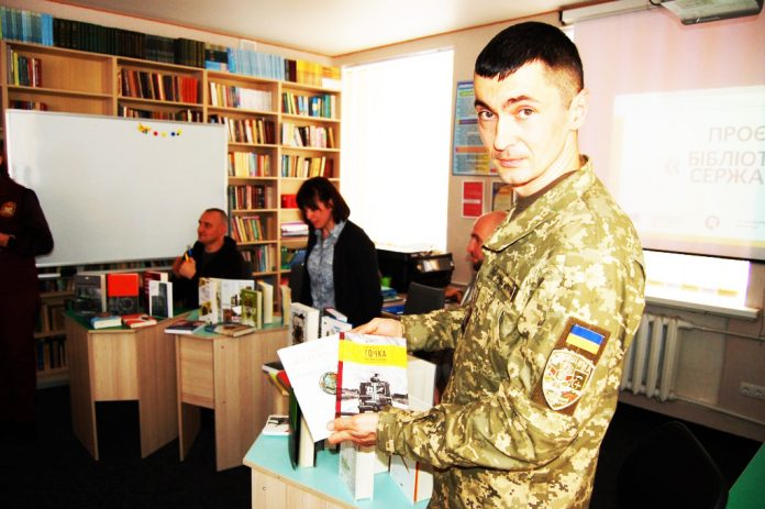 «Бібліотека сержанта» для військових ліцеїстів із Сумщини
