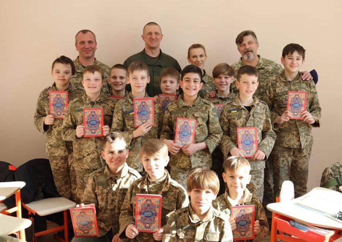 На Київщині школярі отримали сучасну літературу від військових
