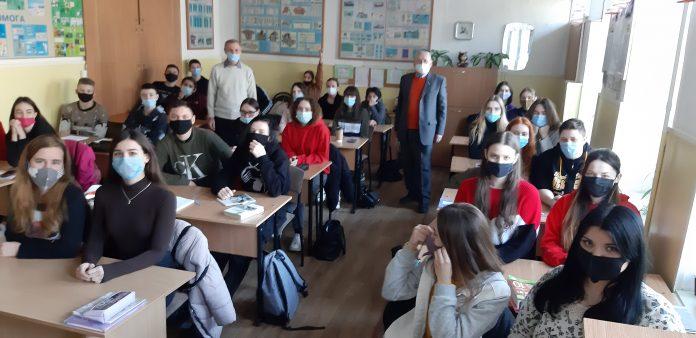 Письменники Харківщини  провели творчі зустрічі зі студентами Херсонського гідрометеорологічного технікуму