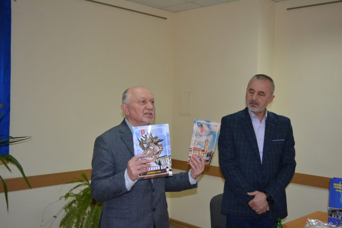 Письменники  Хмельниччини провели низку зустрічей з учнями та студентами