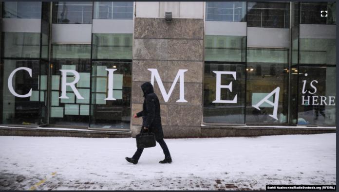 Спогади і листи тим, хто в неволі: виставка у Києві про…