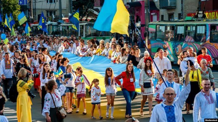 54% українців схвалюють обов'язкове використання української мови у сфері обслуговування