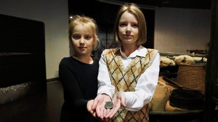 Школярки передали до Музею Голодомору унікальний артефакт