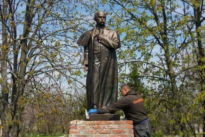На Каховщині з'явився ще один пам'ятник Тарасові Шевченку