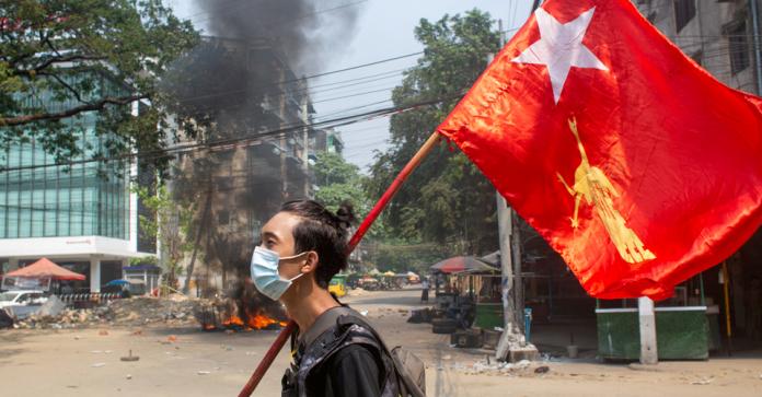 У М'янмі військові вбили та понівечили тіло відомого поета, який надихав…