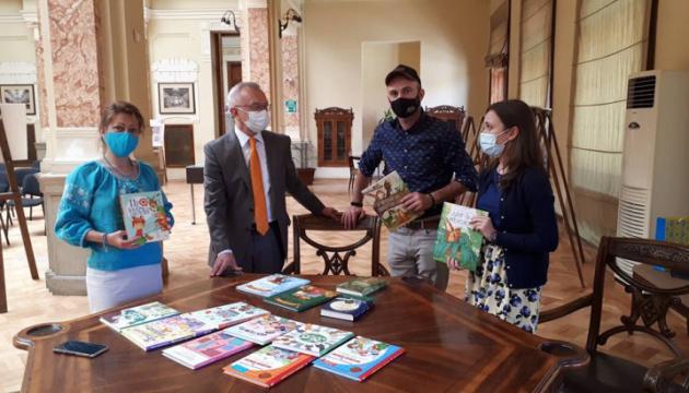 Парламентська бібліотека у Грузії поповнилася новими українськими дитячими книжками
