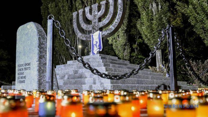 Україна вшановує пам'ять жертв Бабиного Яру